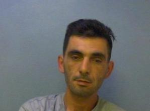 Man jailed after threatening witness with a stun gun during attempted burglary