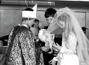 Remember When: School's 'royal wedding' ahead of Charles and Diana's big day